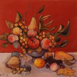 Coupe de fruits sur fond rouge
